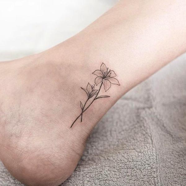tatuaggio giglio piccolo