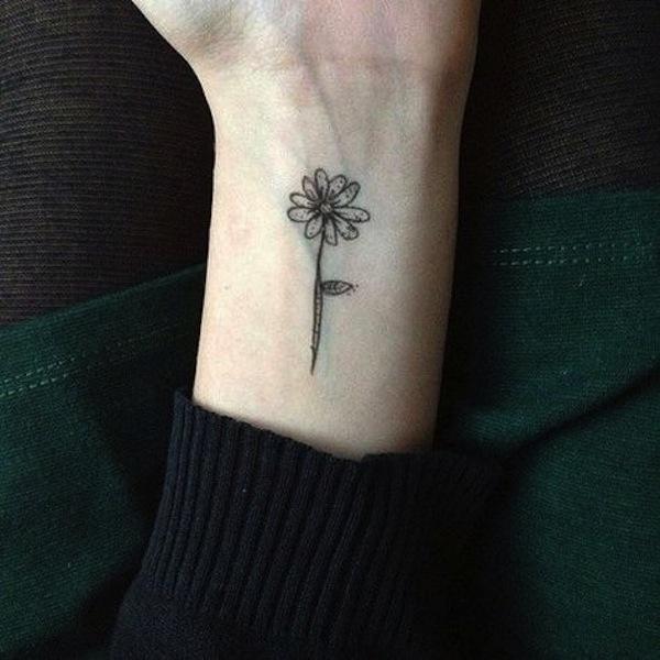 tatuaggio margherita piccola