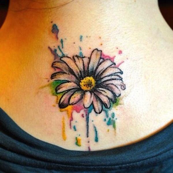 tatuaggio margherita colorata