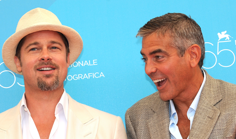 Brad Pitt incontra i gemelli di George Clooney e Amal Alamuddin