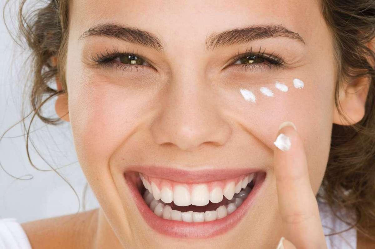 Creme viso in gel: il trattamento idratante perfetto per l'estate