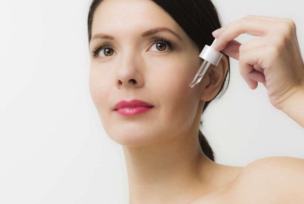 Sieri antirughe: i migliori prodotti per la pelle matura
