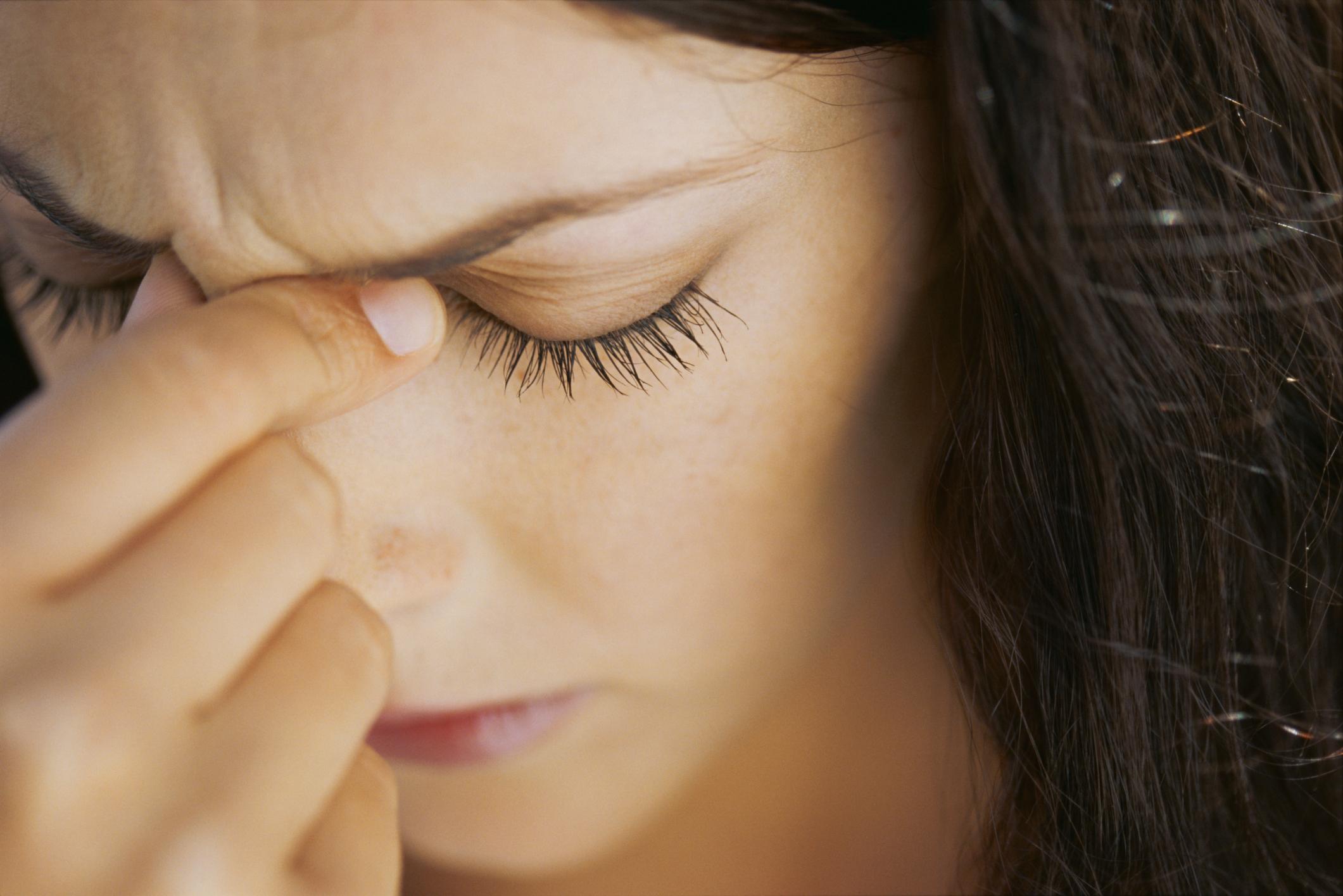 Mal di testa frontale: cause, cure e rimedi naturali