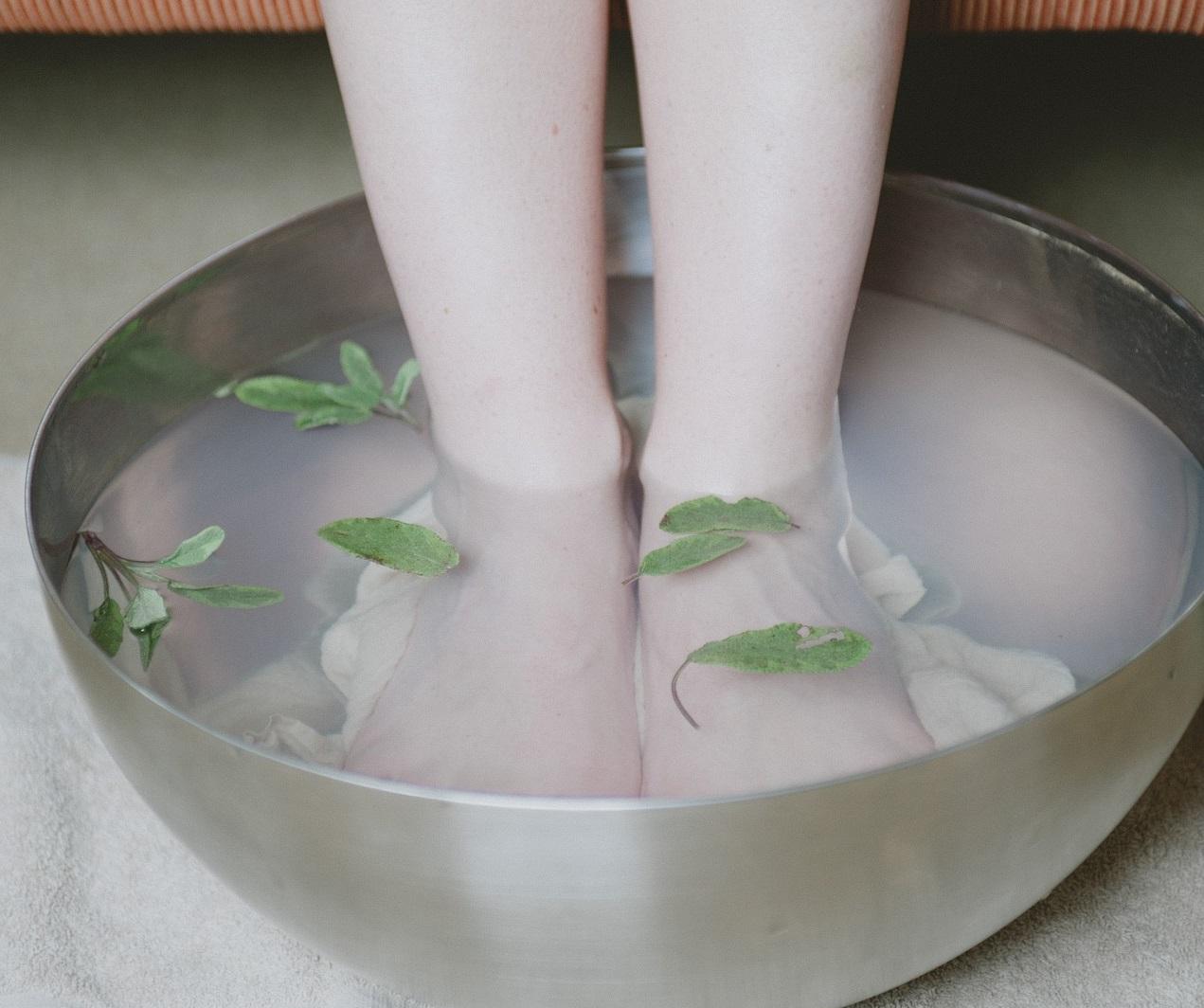 Pediluvio in gravidanza per i piedi gonfi: un rimedio naturale efficace