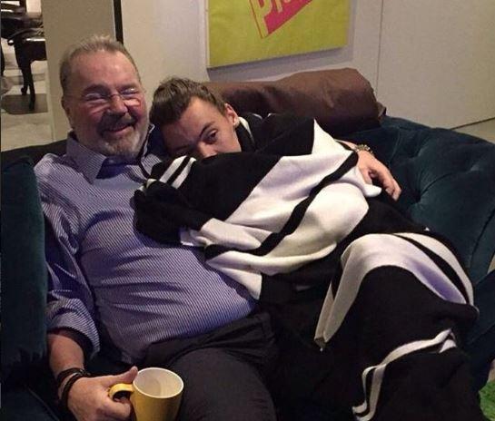 Grave lutto per Harry Styles: è morto il patrigno