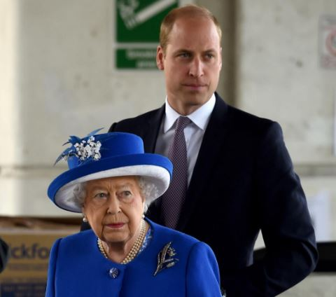 Il Principe William rompe il protocollo e abbraccia le vittime dell'incendio