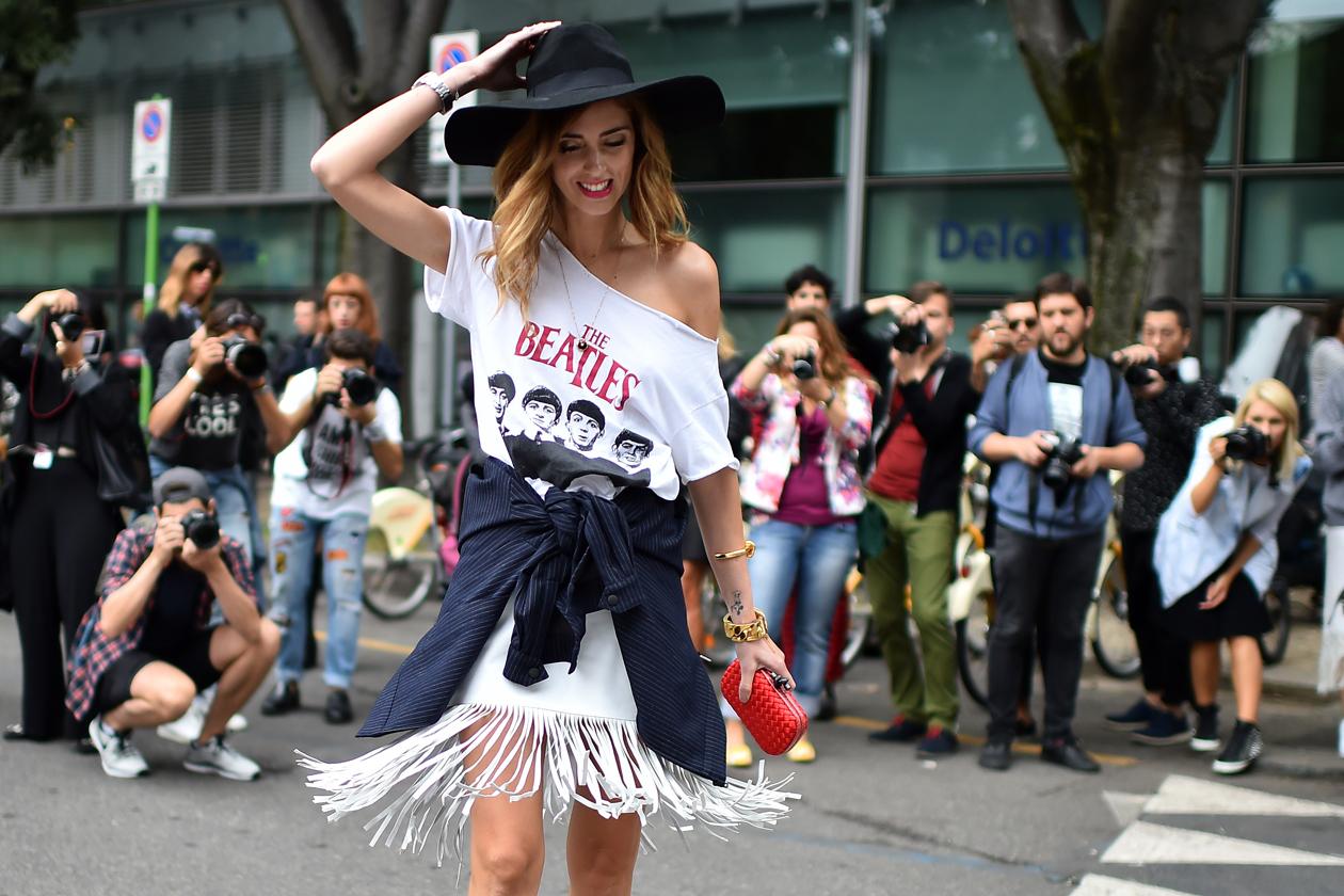 Chiara Ferragni con maxi t shirt con frange