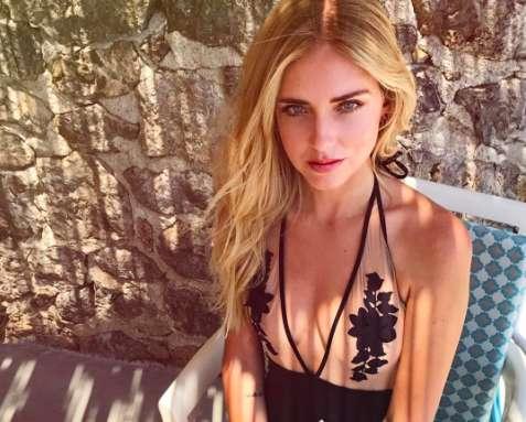 Chiara Ferragni in vacanza in Grecia confonde la bandiera: è polemica