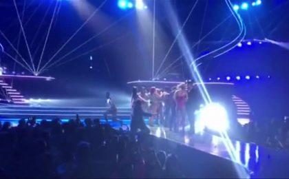 Paura per Britney Spears al concerto di Las Vegas: un uomo invade il palco