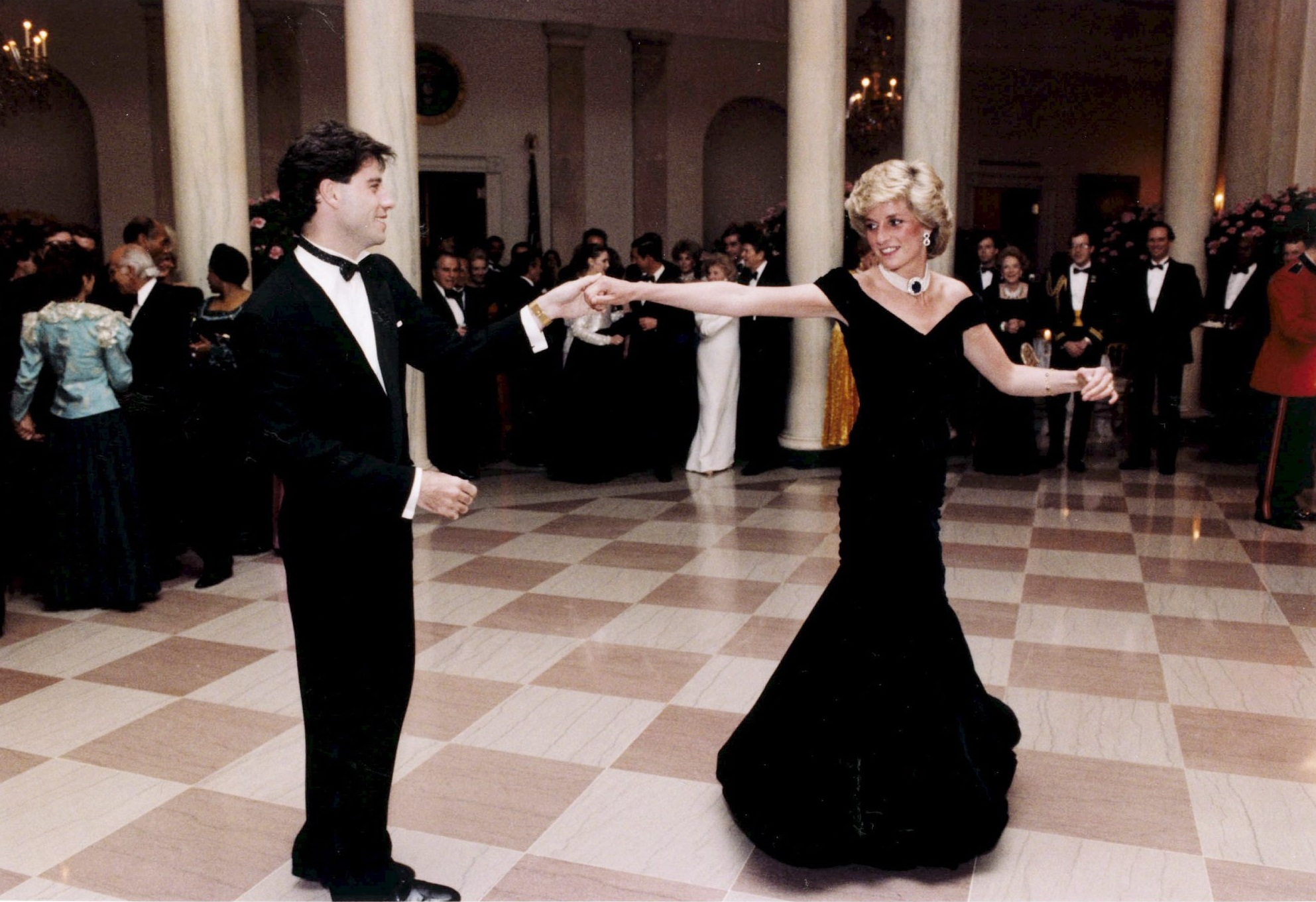 Lady Diana con vestito nero alla Casa Bianca