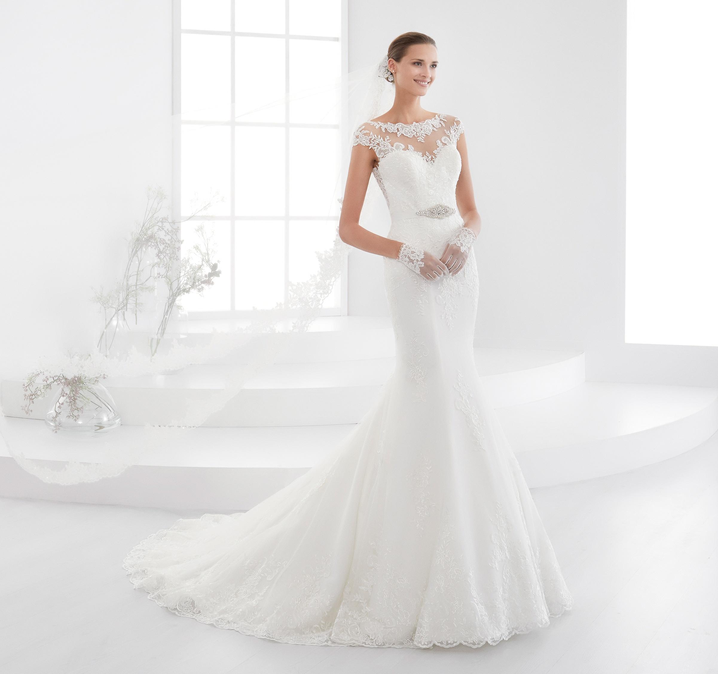 Abiti da sposa Aurora 2018  la nuova collezione  16b0971bd3e
