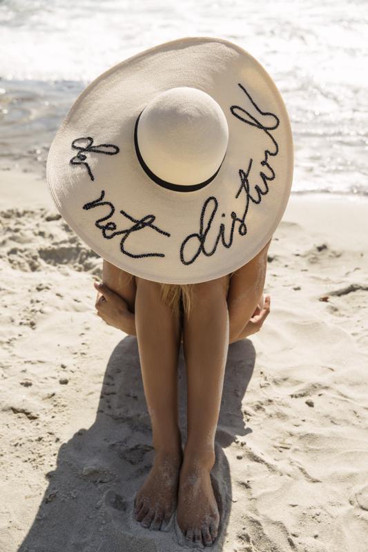 cappello di paglia per la spiaggia