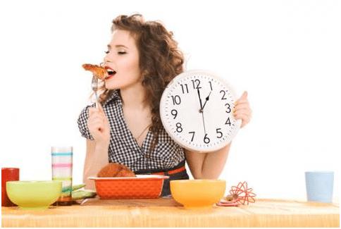 mangiare a orari regolari per contrastare la stitichezza