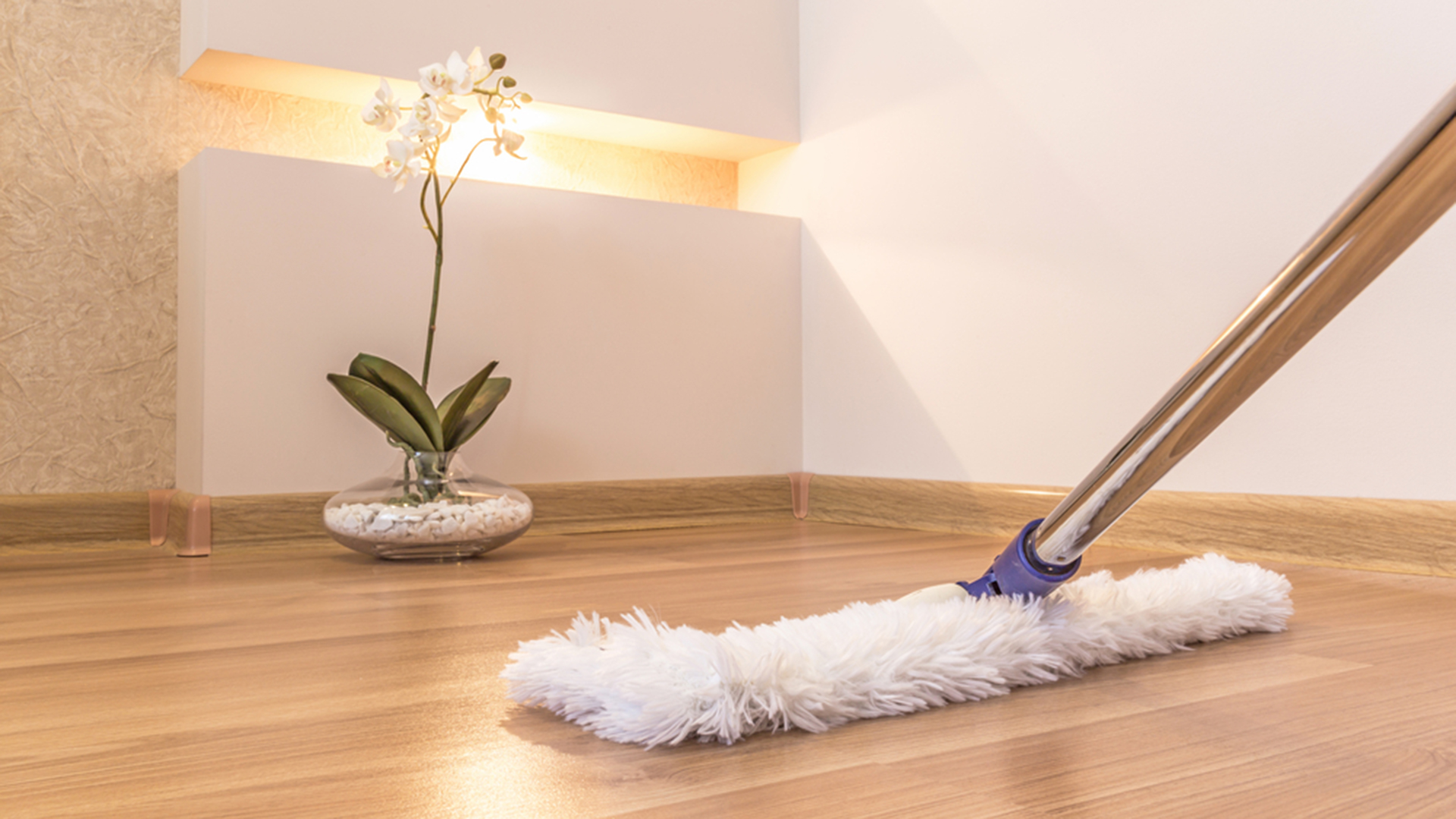Come pulire i pavimenti in laminato o finto parquet: i rimedi