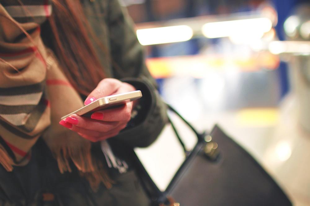 Come stalkerare un ragazzo che ti piace?  Le 8 cose che le donne fanno di nascosto