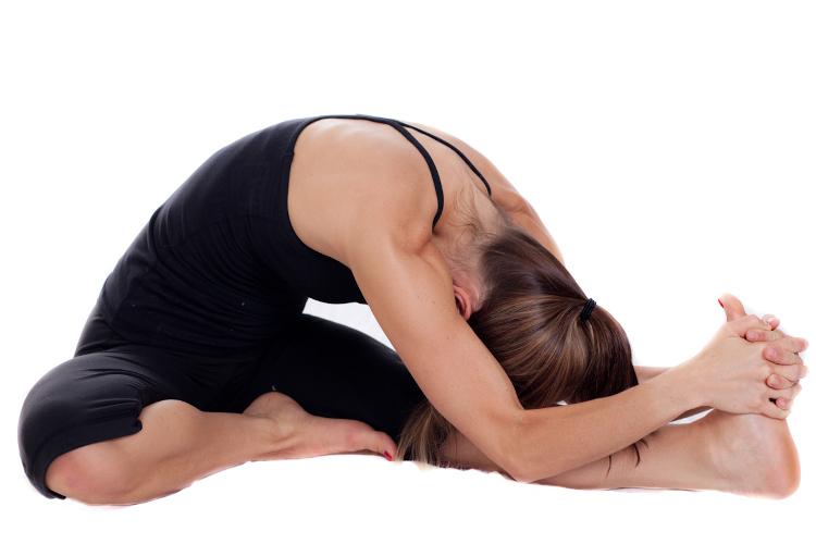 yoga per il mal di testa da ciclo