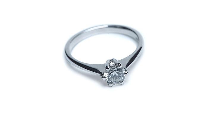 Anello di fidanzamento Gioielleria Belloni con diamante etico