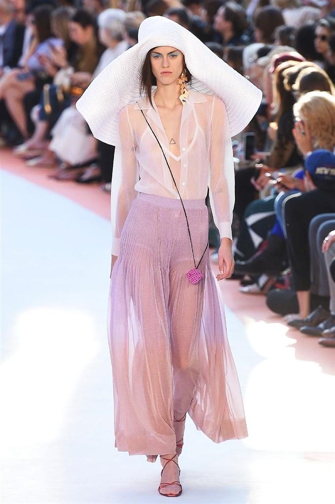 Le tendenze moda Primavera Estate 2018 da Milano Moda Donna  18be2e8fda2