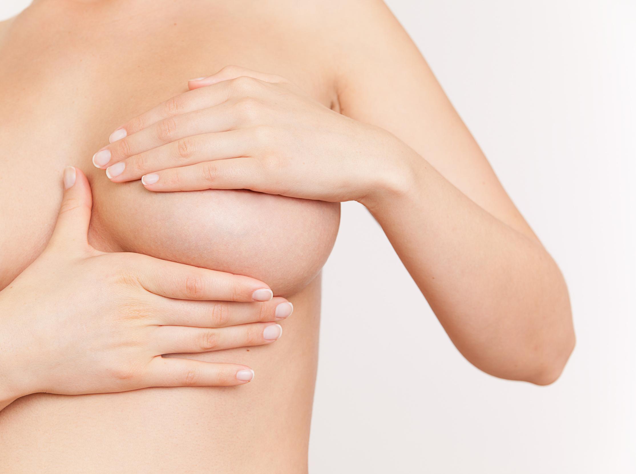 Dolore al seno prima e dopo il ciclo: cause e rimedi