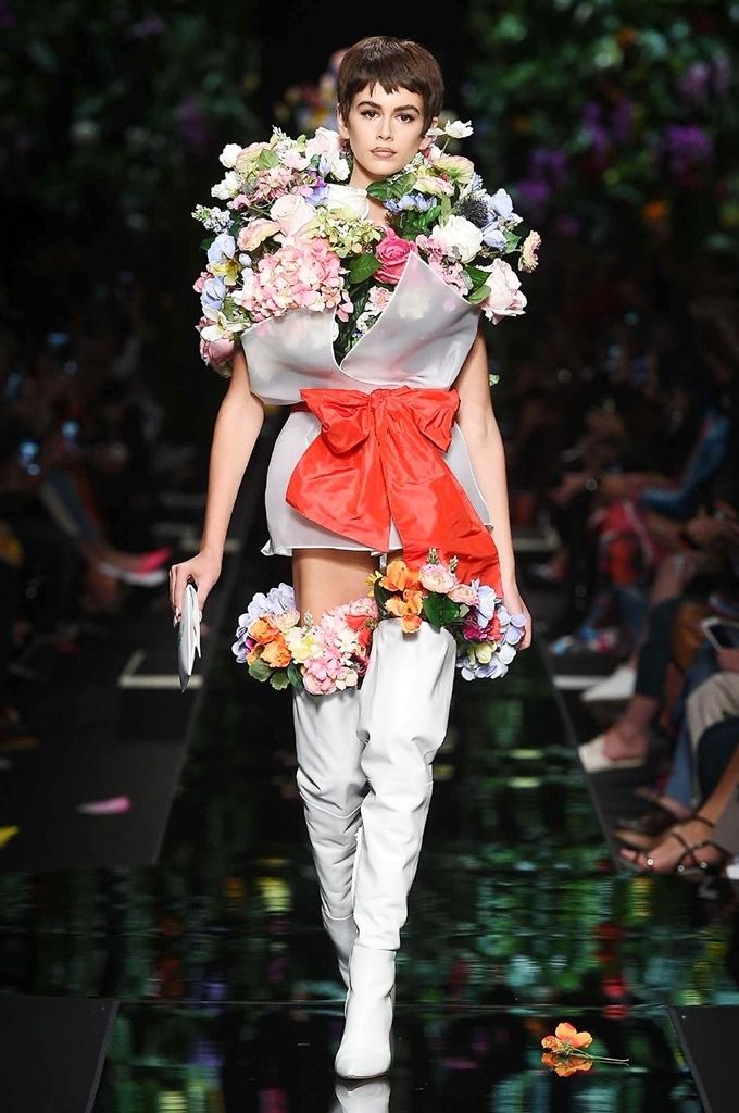 La donna bouquet di Moschino