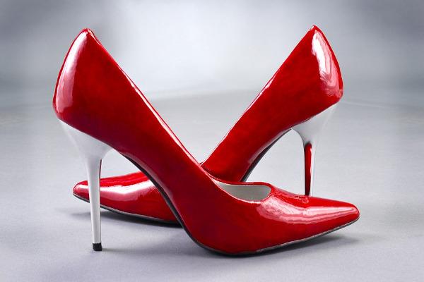 Scarpe con tacchi da buttare