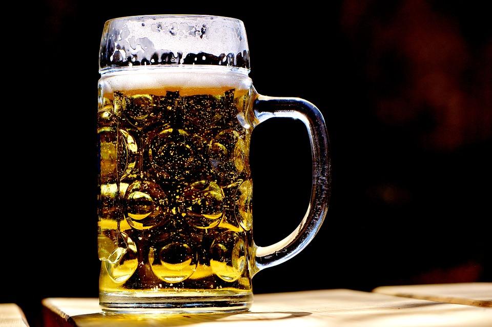 La birra fa ingrassare o dimagrire? L'opinione della scienza