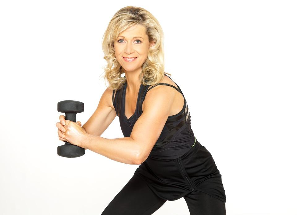 Esercizi per i polsi con le fasce e i pesi: l'allenamento ideale