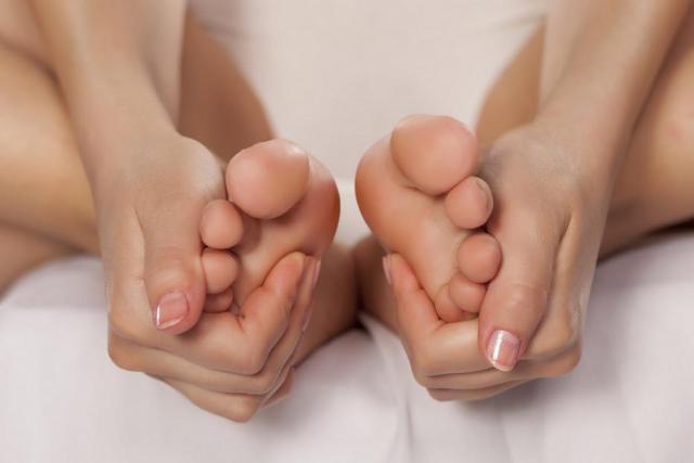 ricostruzione unghie piedi gel