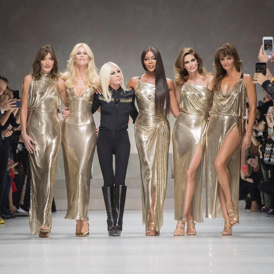 Le 5 super top model degli anni '90 in passerella per Donatella Versace