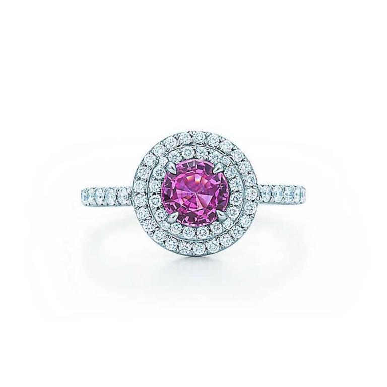 Anello di fidanzamento con zaffiro rosa Tiffany e diamanti