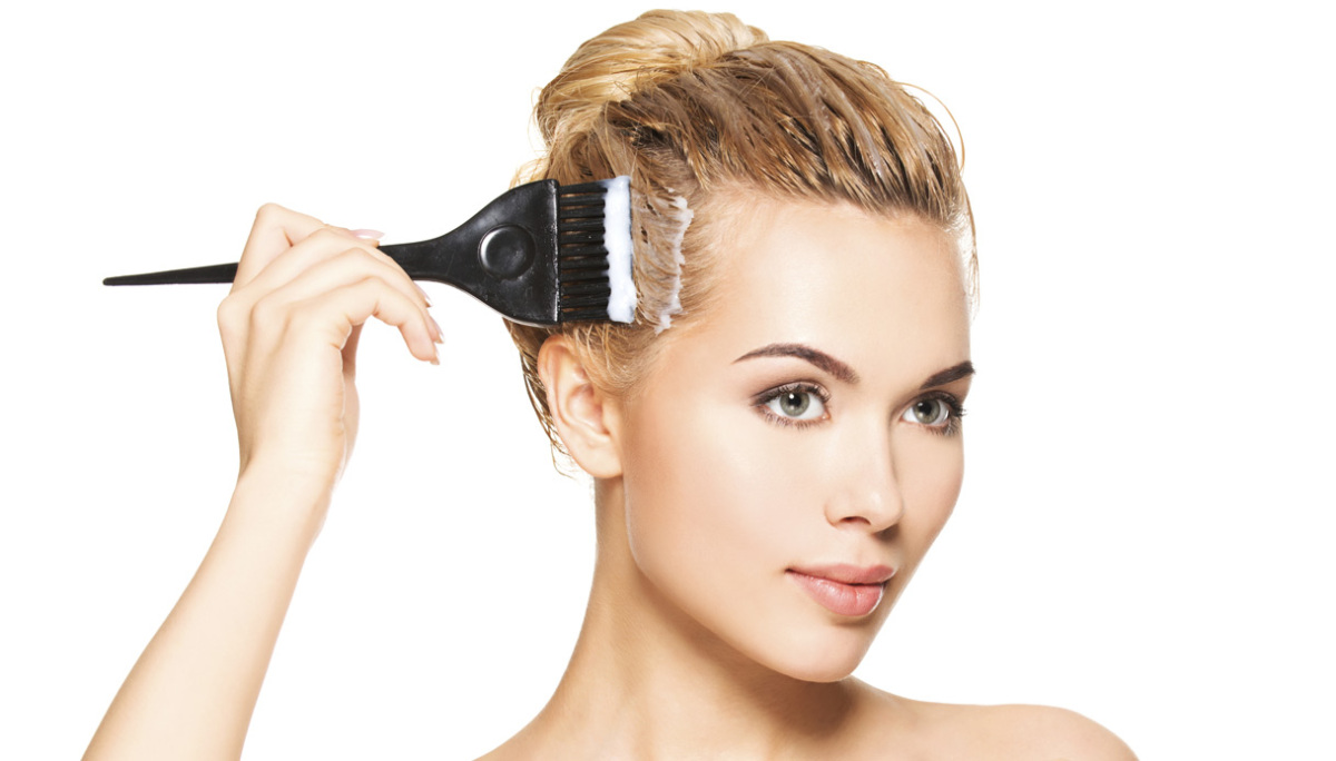 Cancro al seno: le tinte per capelli aumenterebbero il rischio