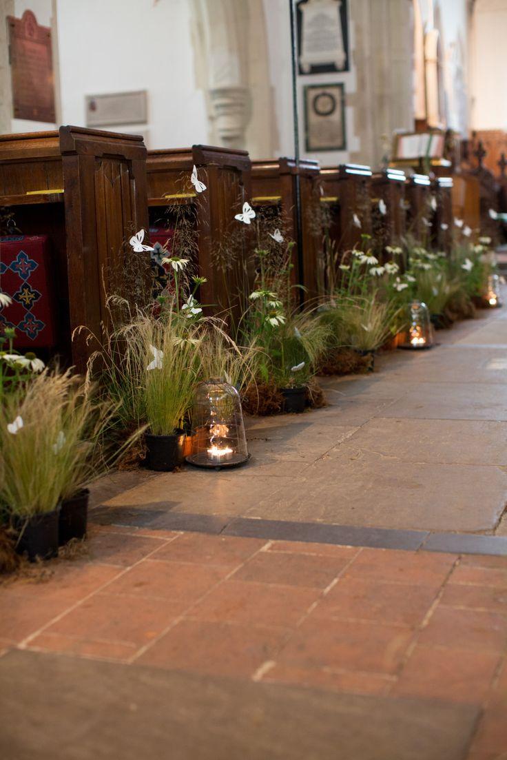 Decorazioni con farfalle per la chiesa