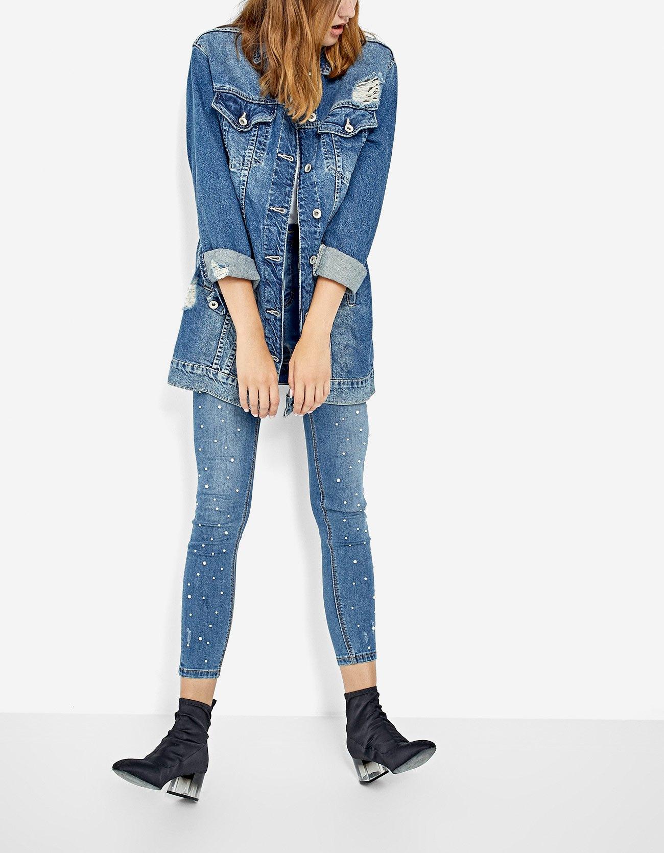 Giubbotto di jeans lungo oversize e jeans skinny