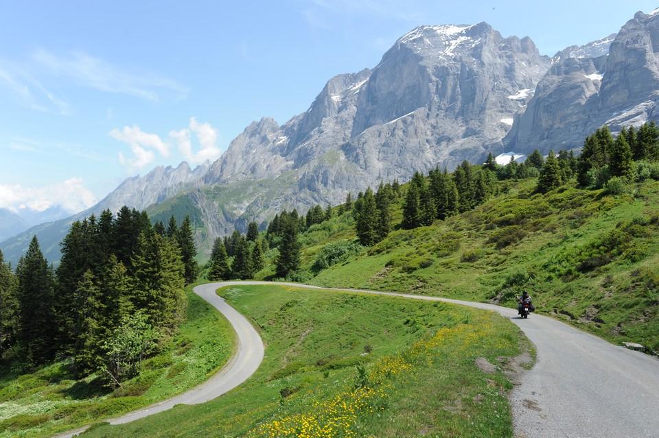 Il giro dei passi svizzeri in moto