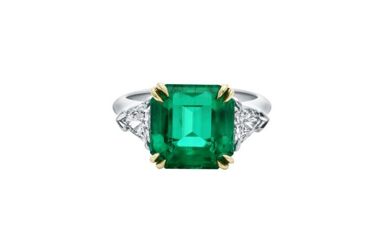 Solitario con smeraldo da 5 carati Harry Winston