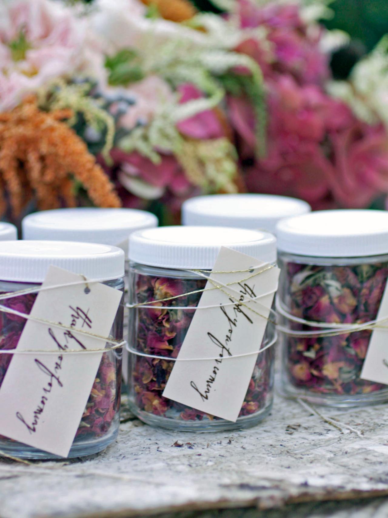 Vasetti riempiti di semi
