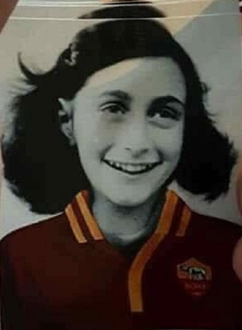 IMMAGINE ANNA FRANK SU MAGLIA ROMA E SCRITTE OFFENSIVE