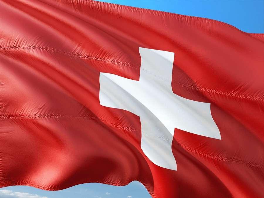 In Svizzera in treno, in macchina o in moto: come organizzare il viaggio e cosa vedere