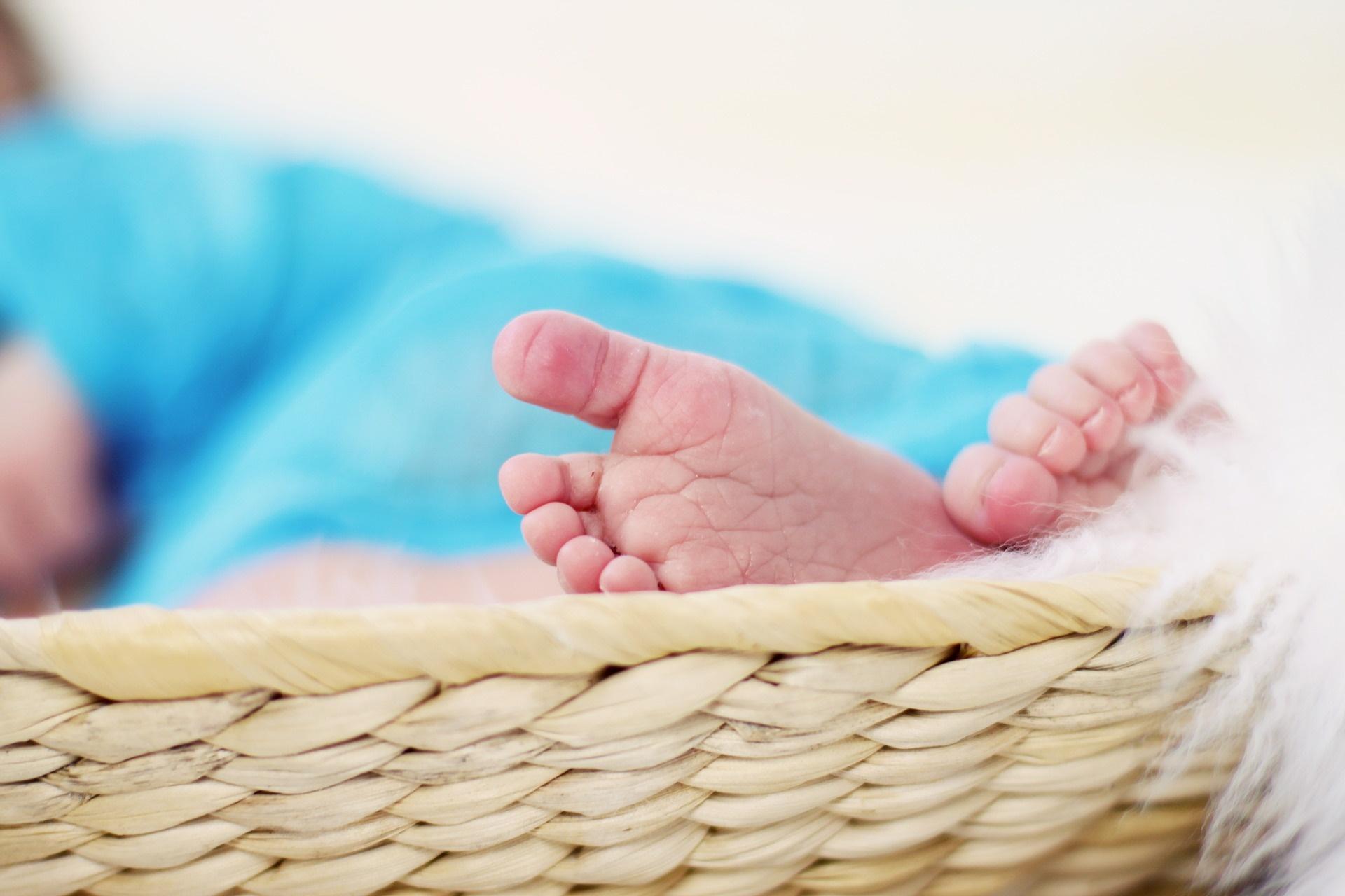 Raffreddore nei neonati: quanto dura, cosa fare e rimedi naturali