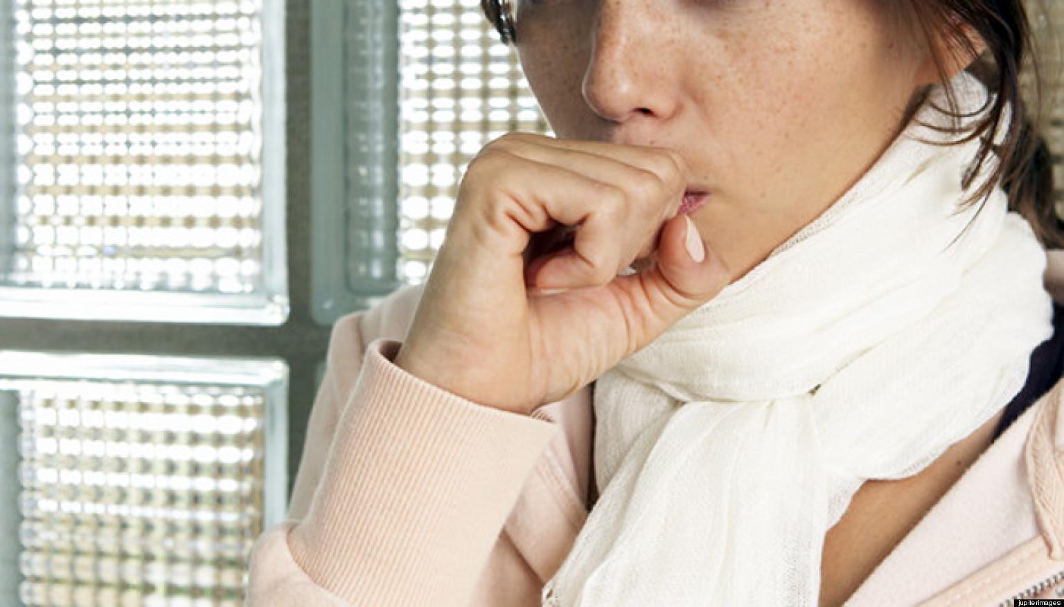 Tosse nervosa: cause, cure e rimedi naturali