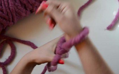 Arm Knitting: fare a maglia con le braccia