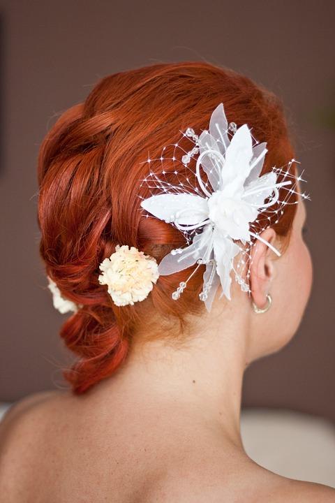 Acconciatura da sposa per capelli corti mossi