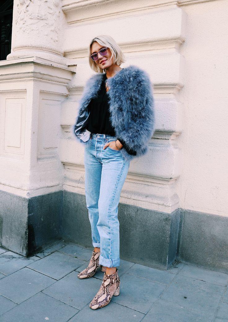 Ecopelliccia colorata e jeans