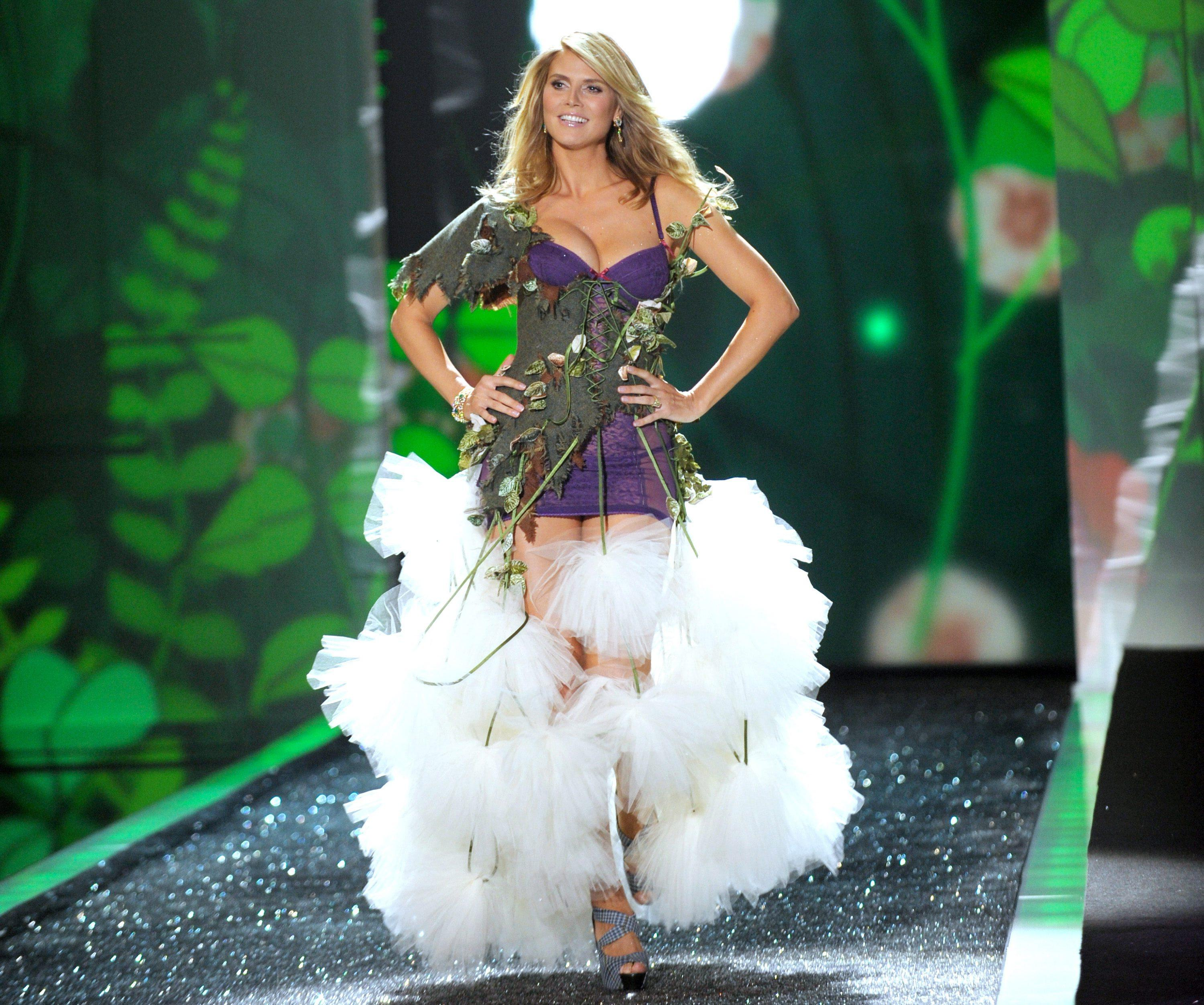 Victoria's Secret 2009 Fashion Show