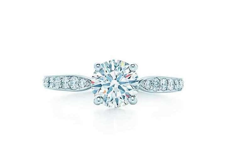 fa90bf50a361b9 Solitario come anello di fidanzamento: significato, prezzo e modelli più  belli