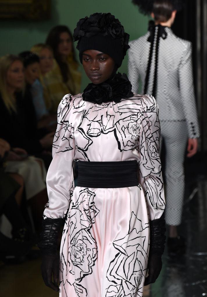 Tendenze inverno 2020 berretto lana con fiori