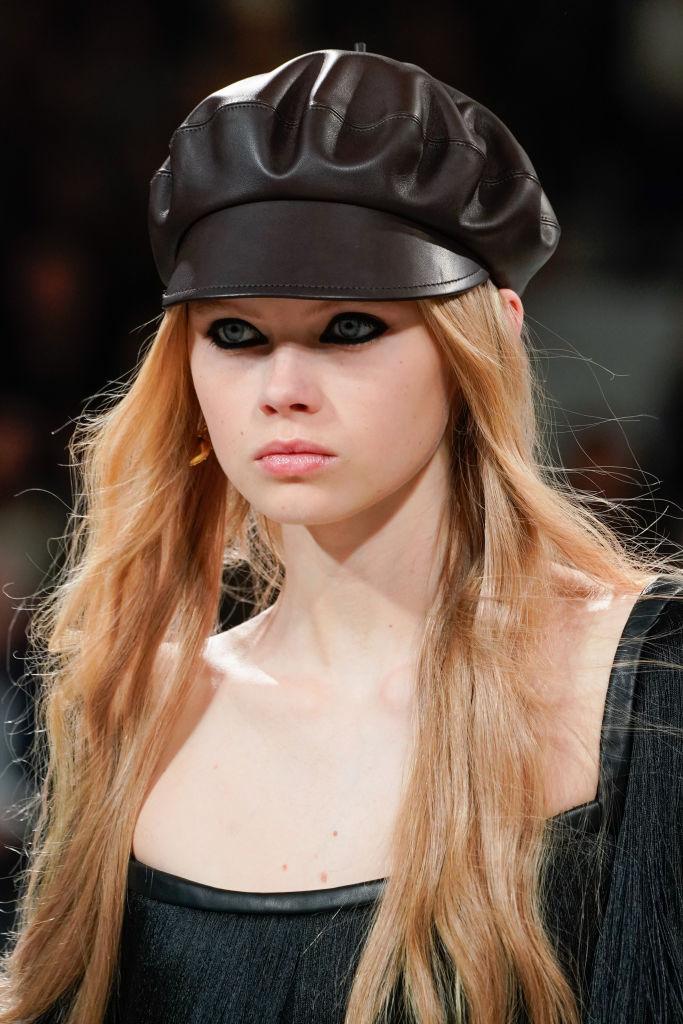 Cappello con visiera tendenza inverno