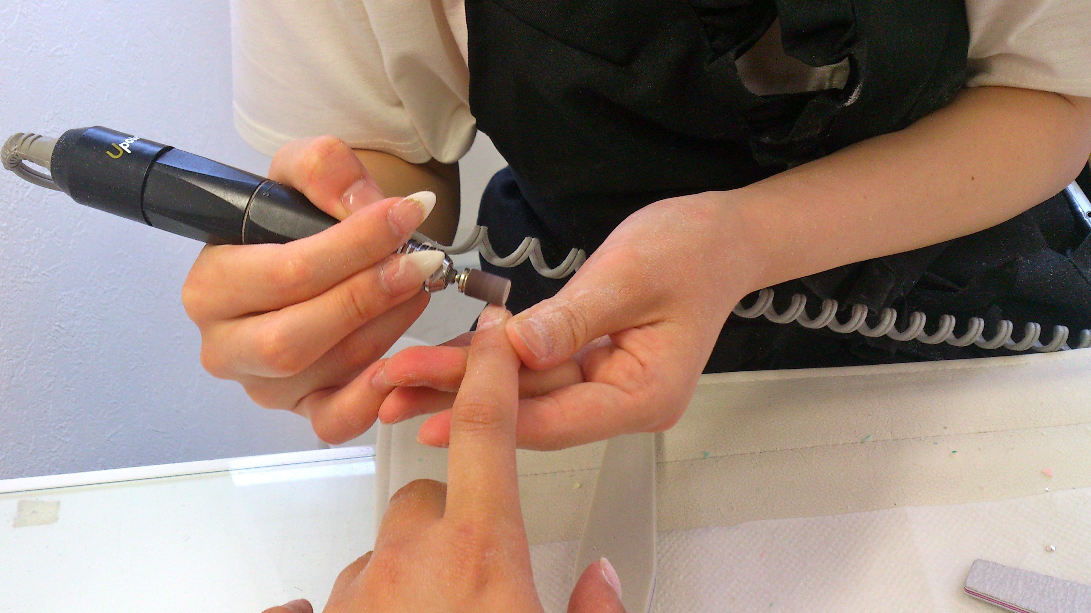 come rimuovere le unghie gel
