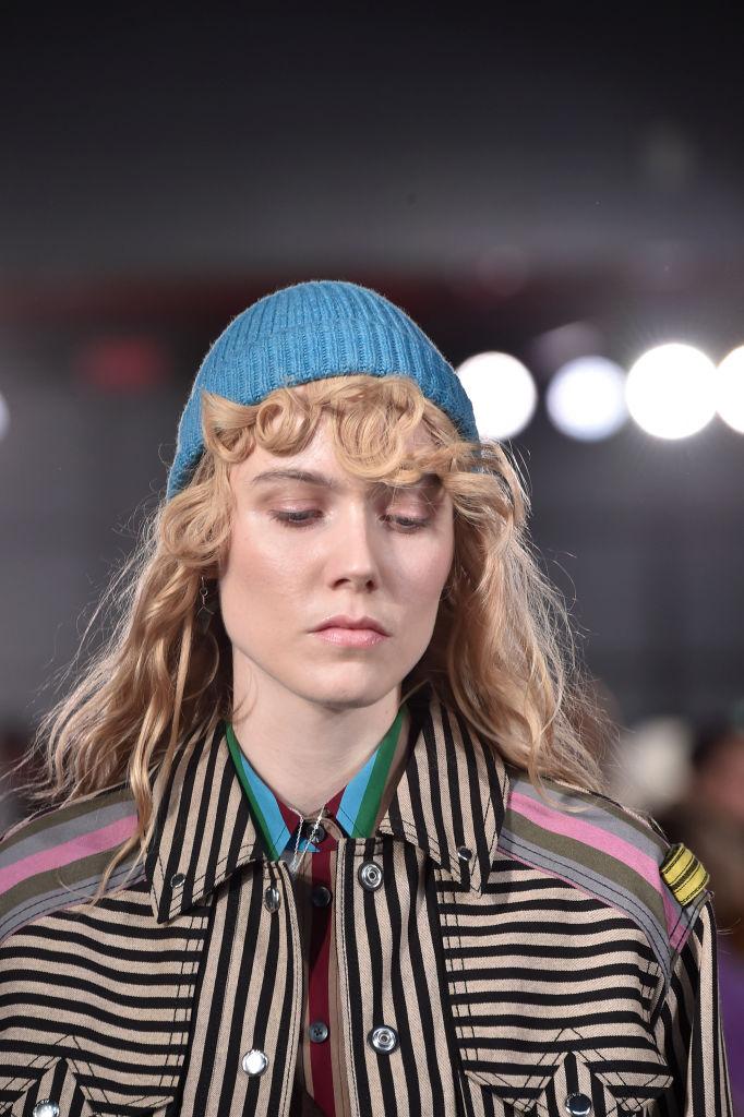 Look per l'inverno berretto blu in lana