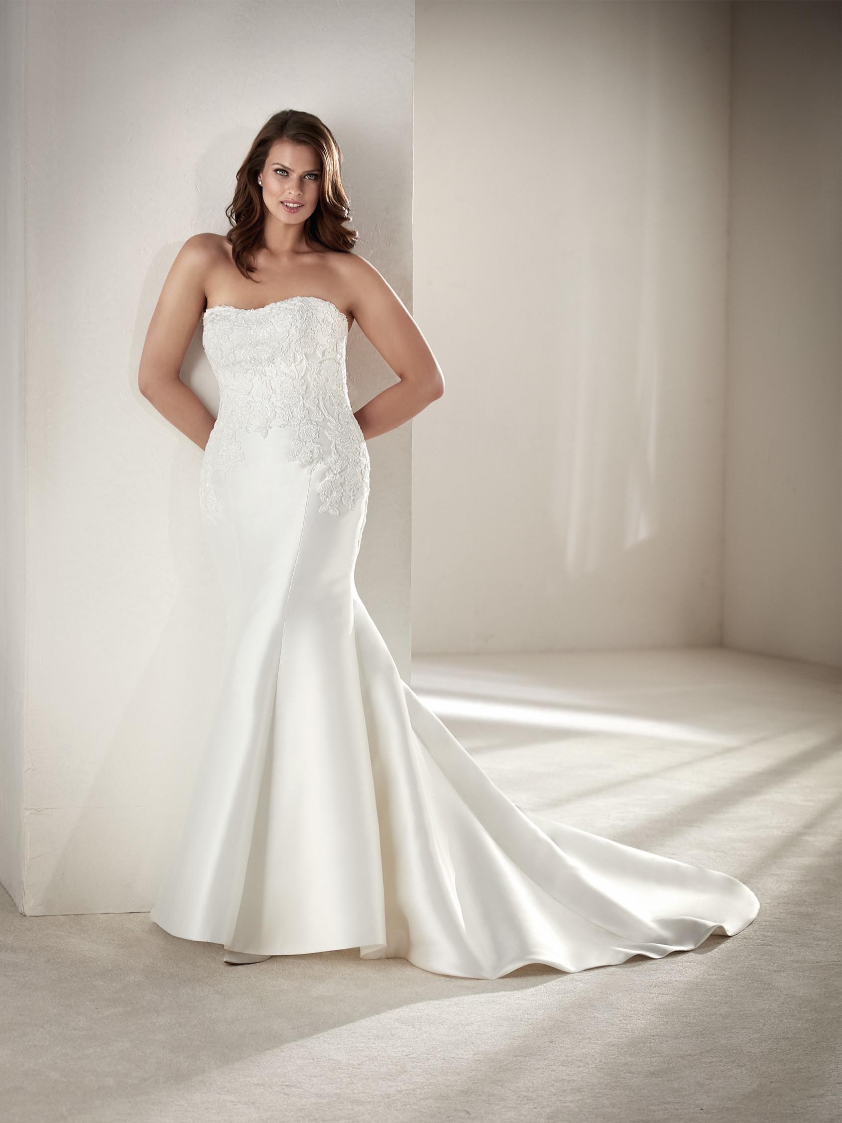 Vestiti Da Sposa Taglia 46.Abiti Da Sposa Pronovias Plus I Vestiti Piu Belli Per Taglie